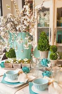 Lovely spring tablescape from www.deavita.com